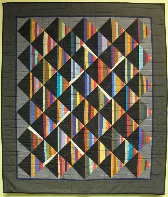 Tribute by Pati Fried, 2014, machine quilting by Kerry Reed, both machine and hand quilted
