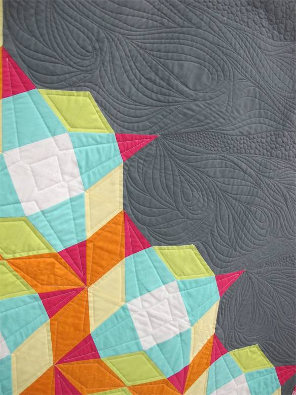 Freeflow by Lee Heinrich, Mequon, Wisconsin, quilted by Anne Books