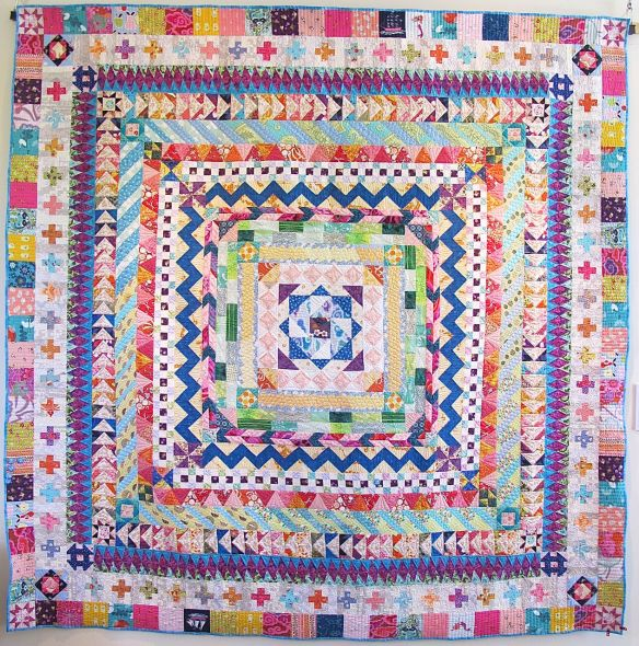 Happy Medallion Quilt by Rita Nguyen. Quilted by Natalia Bonner.