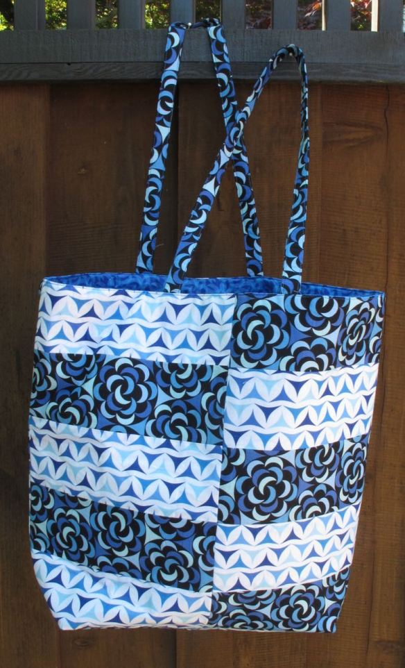 Ship Shape Tote, sewn by Anna Carloni, pattern by Green Bee Patterns, using Luna Lounge fabric
