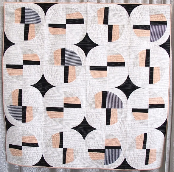 Modern Fans by Suzy Williams, quilted by Quantum Quilts